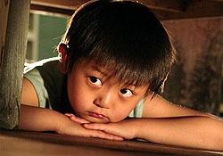 Bimbo dai tratti asiatici